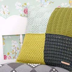 Jip by Jan tutorials - Jip by Jan Crochet Stitches For Beginners, Quilting For Beginners, Beginner Quilting, Crochet Beanie Pattern, Crochet Baby Booties, Marine Look, Knitting Patterns Boys, Bag Pattern Free, Crochet Pillow