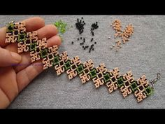 Beaded Bracelets Tutorial, Diy Bracelets Easy, Bead Loom Bracelets, Beaded Bracelet Patterns, Beading Patterns, Embroidery Bracelets, Beaded Necklaces, Bead Earrings, Bead Crafts