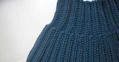 Hæklet halsedisse   Jeg har brugt en lækker merino fra lang yarns.  Nål str. 4,5   Slå 36 lm op og vend med 2 lm.  *Hækl 36 hstm i bagerst...