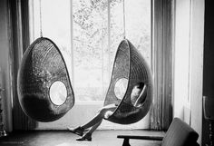 Hanging chair swings that remind me of cocoons. Indoor Swing, Porch Swing, Cool Chairs, Awesome Chairs, Interior Architecture, Interior Design, Swinging Chair, My New Room, My Dream Home