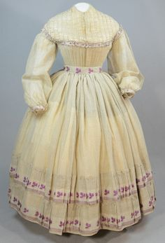 Walking dress three pieces with bodice skirt and sash beige barege with purple stripes and leaves front view Crinoline Dress, Sheer Gown, Civil War Dress, Pleated Fabric, Fashion Fabric, Historical Clothing, Victorian Fashion, Victorian Ladies, Walking
