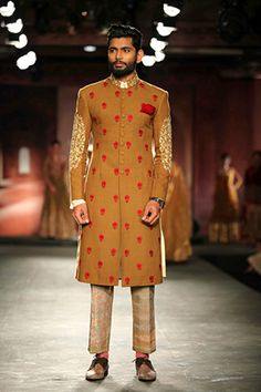 Anju Modi for Delhi couture week Indian Groom Wear, Indian Ethnic Wear, Indian Male, India Fashion, Muslim Fashion, Western Outfits, Indian Outfits, Ethenic Wear, Africa Dress