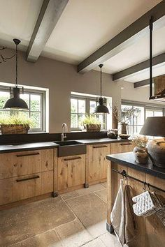 Stoere eikenhouten gezinskeuken Tough oak family kitchen, # oak kitchen Check more at Family Kitchen, Home Decor Kitchen, Rustic Kitchen, Kitchen Interior, New Kitchen, Kitchen Dining, Kitchen Modern, Barn Kitchen, Kitchen Gifts