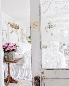 Paris Apartment Interiors, Master Bedroom, Bedroom Decor, Bedroom Vintage, French Decor, I Saw, French Country, Ladder Decor, Terrier