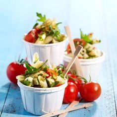 Brochettes d'avocat aux crevettes roses et à l'ananas - 50 recettes originales pour un apéro dînatoire - Penne, Regional, Pasta Salad, Potato Salad, Buffet, Brunch, Food And Drink, Vegetables, Cooking