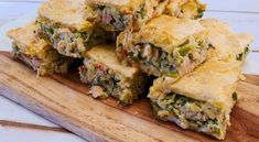 Chicken Pie with Peppers and Herbs (Kotopita) - SocraticFood Puff Pastry Sheets, Christmas Lunch, Roasted Turkey, Yum Yum Chicken, Mediterranean Recipes, Greek Recipes, Creative Food, Turkey Recipes, Tray Bakes