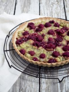 Gooseberry and raspberry tart - Copenhagen Cakes