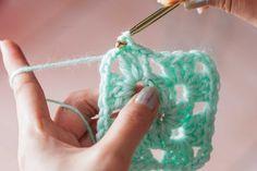 How to Crochet a Granny Square Baby Blanket for Beginners Beginner Crochet Tutorial, Crochet Stitches For Beginners, Crochet Instructions, Crochet Tutorials, Crochet Ideas, Granny Square Crochet Pattern, Crochet Blanket Patterns, Crochet Granny, Crochet Blankets