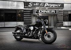 Harley-Davidson Softail Slim: una moto essenziale che incarna lo spirito delle autentiche custom old school  http://www.kustomgarage.it/index.php?option=com_k2&view=item&id=890:harley-davidson-softail-slim-una-moto-essenziale-che-incarna-lo-spirito-delle-autentiche-custom-old-school&Itemid=207