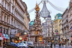 Чумная колонна (Pestsäule) в Вене -памятник, напоминающий о том, сколь дорого средневековой Европе стоил ее образ жизни. Эта необычная достопримечательность была воздвигнута в честь окончания эпидемии чумы в городе