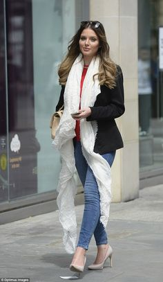 Helen Flanagan Rocks New Ombre Locks and Helen Flanagan showcased her new look with very sweet new style. Matilda, Helen Flanagan, White Scarves, British Actresses, Celebrity Outfits, Model Pictures, Off Duty, New Look, Duster Coat