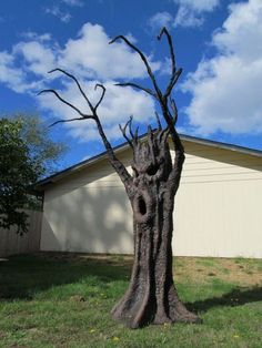 how to make haunted forrest trees for halloween props | spooky tree 634x845 Spooky Ideas for Outdoor Halloween Decoration