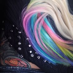 I just got back into my Instagram after hard resetting my phone! Here's a photo I took of @nicolehendrickson_ 's new 4 piece, quadruple wedted remy head set in a custom platinum blonde to pastel rainbow!
