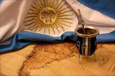 Hoy,30 de noviembre, se celebra en Argentina, por primera vez,el Día Nacional del Mate,la bebida más tradicional de los argentinos,y un compañero inseparable en muchos momentos de la vida cotidiana.La fecha,es en conmemoración del nacimiento de Andrés Guacurarí y Artigas, también conocido como Andresito, el primer gobernador de origen indígena en la historia argentina.