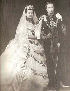 10 March Princess Alexandra of Denmark (Queen Alexandra). An official wedding photo of the new Princess of Wales with her husband Prince Albert Edward, later King Edward VII. Royal Brides, Royal Weddings, Queen Victoria Wedding Dress, Princess Alexandra Of Denmark, Queen Victoria Prince Albert, Princess Victoria, Reine Victoria, Elisabeth Ii, Estilo Real