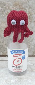 Innocent Smoothies Big Knit Hats – Octopus – Knitting patterns, knitting designs, knitting for beginners. Knitting Designs, Knitting Patterns Free, Knit Patterns, Knitting Projects, Knitting Squares, Knitted Hats, Crochet Hats, Knitting For Charity, Knit Art