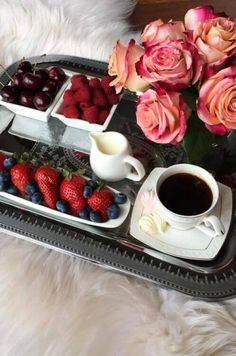 31 Ideas Breakfast In Bed Tray Food Coffee For 2019 Brunch, Coffee Break, Coffee Time, Breakfast In Bed, Romantic Breakfast, Milk And Honey, Food Presentation, Cravings, Raspberry