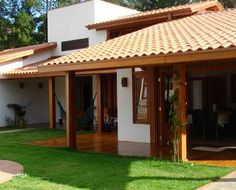 AT Arquitetura – Projeto de interiores, projeto de arquitetura e reforma Traditional Interior, Traditional House, Style At Home, House In The Woods, My House, Spanish House, Village Houses, Future House, Beautiful Homes