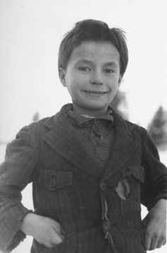 refugee lapland boy posing for a picture during the russo-finnish war | finland 1940 | foto: carl mydans