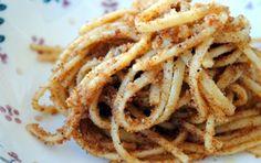 Spaghetti con le alici fresche - La ricetta degli spaghetti con le alici fresche è un primo piatto veloce e gustoso.