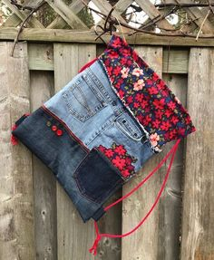 Denim Drawstring Bag Denim Backpack Upcycled Patchwork School Backpack Floral Prints Appliqué Eco Friendly Hippie Sustainable Gypsy 2019 Jean Drawstring sac sac à dos en Denim Upcycled Patchwork Diy Upcycled Art, Upcycled Furniture, Furniture Ideas, Diy Kleidung Upcycling, Pochette Portable, Jean Backpack, Drawstring Backpack, Diy Sac, Denim Crafts
