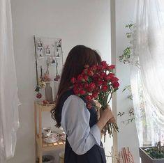 Korean Aesthetic, Red Aesthetic, Flower Aesthetic, Aesthetic Photo, Ulzzang Korean Girl, Cute Korean Girl, Asian Girl, Bts Aesthetic Pictures, Aesthetic Images