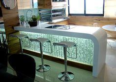O painel borbulhador é uma espécie de aquário estreito em acrílico. Possui iluminação LED e um compressor de ar que faz com que a água circule e crie bolhas. Ele proporciona relaxamento e bem estar. O barulhinho das bolhas é suave;...