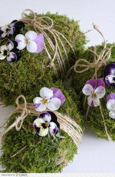 Eier mit Moos und Naturmaterialien dekorieren