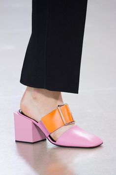 Jil Sander at Milan Fashion Week Spring 2016 - Details Runway Photos Fab Shoes, Crazy Shoes, Sock Shoes, Cute Shoes, Me Too Shoes, Shoe Boots, Shoes Heels, Fashion Shoes, Fashion Accessories