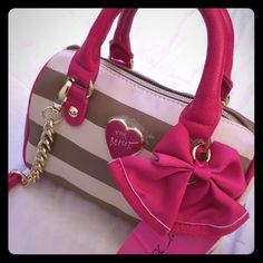 Betsey Johnson Spice Mini Barrel Handbag Crossbody Betsey Johnson many barrel spice handbag. Removable Crossbody strap. Features a Pink bow with leather trim and gold tone locket.  Cream and Nutmeg Brown stripes on  face and sides. Pink handles, strap, and bottom. NWT. Betsey Johnson Bags