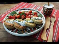 Chiftelute cu branza de vaci si ceapa verde la cuptor Bruschetta, Food To Make, French Toast, Breakfast, Ethnic Recipes, Green, Morning Coffee