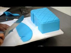 How to make a simple but amazing purse cake