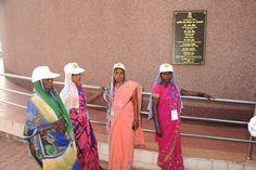 सेंट्रल पार्क में स्थापित इमर्सिव डोम थियेटर में रायगढ़ जिले के पंचायत प्रतिनिधियों ने प्रदेश के विकास और योजनाओं पर आधारित लघु फिल्म देखी. आरामदेह कुर्सियों पर अधलेटे होकर, डोम की छत पर भव्य स्क्रीन पर प्रसारित मुख्यमंत्री डा. रमन सिंह का संदेश देखा-सुना. प्रदेश में संचालित योजनाओं का हर वर्ग को लाभ मिले, इसकी सीख देते हुए विकास कार्यों में सहभागिता निभाने की अपील भी करते हैं.