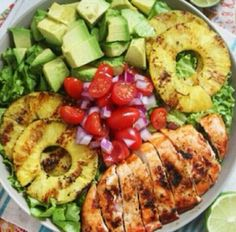 Avocado, spinach, pineapple and grilled chicken. Amazing. Healthy eating!!