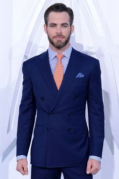Chris Pine mixing colors and patterns like a boss Men's Fashion, Mens Fashion Suits, Mens Suits, Chris Pine Age, Chris Pino, Evolution Of Fashion, Celebrity Gallery, Celebrity News, Moda Casual