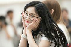 South Korean Girls, Korean Girl Groups, Pledis Girlz, Kpop Girls, Ulzzang, Chara, Glasses, Celebrities, Lady