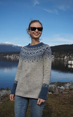 Top down stranded yoke sweater with slits at the bottom. Knitting Designs, Knitting Patterns, Knitting Ideas, Yarn Projects, Knitting Projects, Fair Isle Knitting, Knit Cardigan, Knitwear, What To Wear