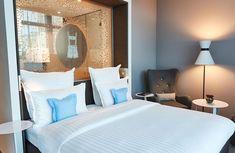 Das Steigenberger Hotel in München bietet komfortablen Luxus Bed, Furniture, Home Decor, Decoration Home, Stream Bed, Room Decor, Home Furnishings, Beds, Home Interior Design
