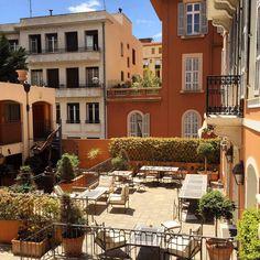 Le patio de l'Hôtel Ellington**** Nice est l'endroit idéal profiter du soleil. Ouvert tout les jours de de l'année, de 7h à 00h.