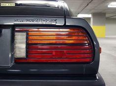 """Tolimojoje Amerikoje užmačiau parduodamą tikrą gražuolį, tad negaliu nepasidalint. 1983 m. ledinis Datsun 280ZX. Kaina etiketėje – 17.200 amerikietiškų pinigų. Rida – truputis virš 12.000 mylių. Pilokos-juodos odos salonas, """"vintažinė"""" hi-fi sistema. Pilna komplektacija"""