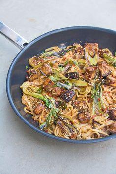 Miso aubergine and bok choy stir fry Pesco Vegetarian, Vegetarian Stir Fry, Vegetarian Recipes, Healthy Recipes, Quick Healthy Meals, Healthy Eating, Healthy Food, Bok Choy Rezepte, Deliciously Ella Recipes