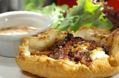 Balsamic onions, goat's cheese and fig tart