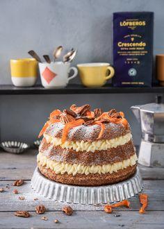 Porkkanakakku saa uuden muodon, kun se valmistetaan kuivakakkuvuoassa. Runsaasti täytettä väliin ja… Gnocchi, Tiramisu, Sweet Tooth, Easter, Baking, Ethnic Recipes, Desserts, Tailgate Desserts, Deserts