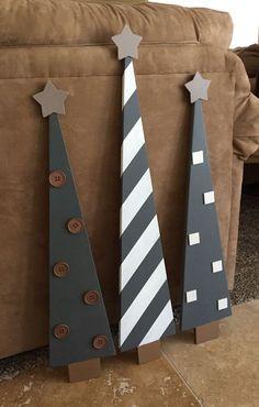 PRÊT À ÊTRE EXPÉDIER !  Cet ensemble de 3 arbres de Noël chéri peut être à l'intérieur ou sur votre terrasse. Ferme gris/beige couleurs font de ces arbres un must ont avec pois, étoiles et rayures agrémentés d'étoiles gris trapues. Seulement un ensemble et prêt à expédier ~ ~ ~ Tous les arbres taille ensemble côte à côte aprox:20 unique env. 35 x 6 1/2 et environ deux petits 31 x 6 1/2 ~ ~ ~ Le prix comme un ensemble seulement 130,00 $ Vente vente au prix de seulement $7...