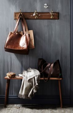 Bags Blanket Wallpaper / Saint Crispin & The Design Files Saint Crispin, The Design Files, Purse Styles, Decorating Small Spaces, Decorating Ideas, Interior Decorating, Deco Design, Halle, Home Deco