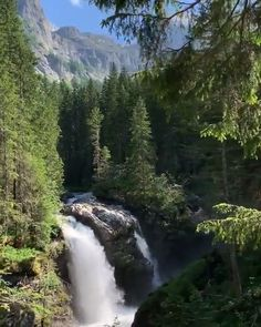 Beautiful Nature Scenes, Amazing Nature, Beautiful Places, Cute Simple Wallpapers, Green Screen Video Backgrounds, Garden Waterfall, Nature Gif, Beach Aesthetic, Beautiful Waterfalls