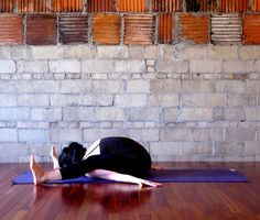 Some yoga poses look more pretzel-y than others, and this one for sure makes the list. All you runners and bikers out there — this pose is a must-do because it'll increase flexibility in your tight hamstrings, and stretch the muscles in your lower Increase Flexibility, Yoga For Flexibility, Flexibility Exercises, Yoga Flow, Yoga Meditation, Yoga Sequences, Yoga Poses, Yoga Inspiration, Fitness Inspiration