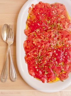 Carpaccio de tomate con aceite de trufa or try black garlic oil and add some thin slices of buffalo mozzarela sublime. Side Recipes, Veggie Recipes, Raw Food Recipes, Appetizer Recipes, Vegetarian Recipes, Cooking Recipes, Healthy Recipes, Ceviche, Tapas