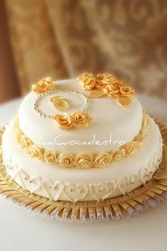 Una torta realizzata con amore, per festeggiare l'Amore! Sabato scorso, si sono svolti i festeggiamenti di un evento unico ed irripetibile, per me estremamente emozionante: i miei suoceri sono arrivati al traguardo del loro cinquantesimo anno di matrimonio! :) Ed io, che li reputo due persone ec…