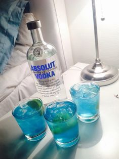 New Quotes Sassy Woman Posts Ideas Tak Tak, Alcohol Aesthetic, Alcoholic Drinks, Cocktails, Absolut Vodka, Partying Hard, Party Drinks, Vodka Bottle, Liquor